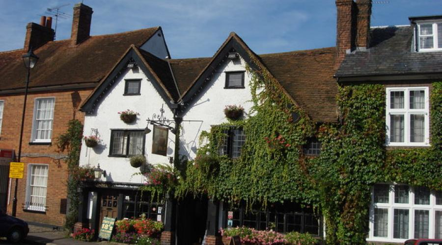 The Elephant & Castle, Amersham Old Town (© Copyright Oxyman)