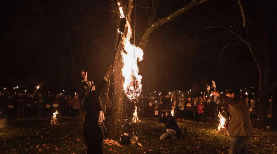 Lighting the fires at Much Marcle Wassail