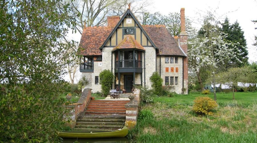 Weir Lodge beside the River Thame, Eythrope Estate