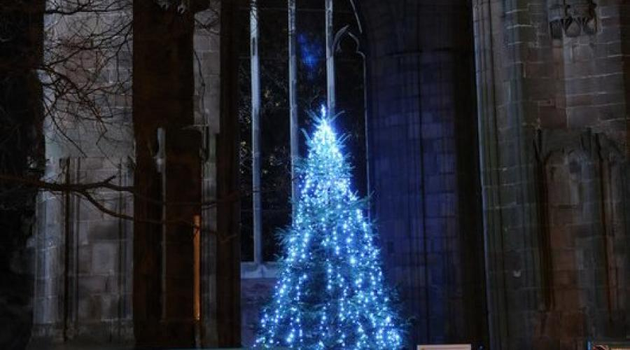 Christmas tree under St Andrew's spire, Worcester